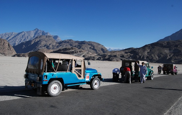 KARAKORAM TRAVERSE JEEP SAFARI